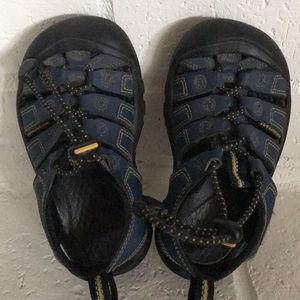 boys water sandal Keen size 8
